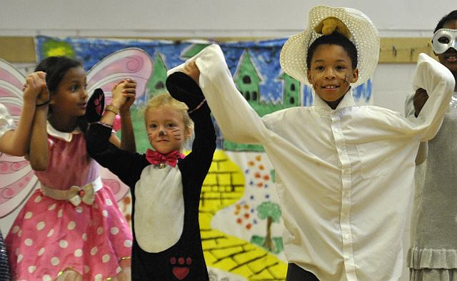 Aliyah, Rynel and Lexie as the witch, the scarecrow and toto is the Wizard of Oz