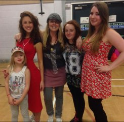 Lily, Emily, Lexie & little Lily performing @ the Xmas Show 2013